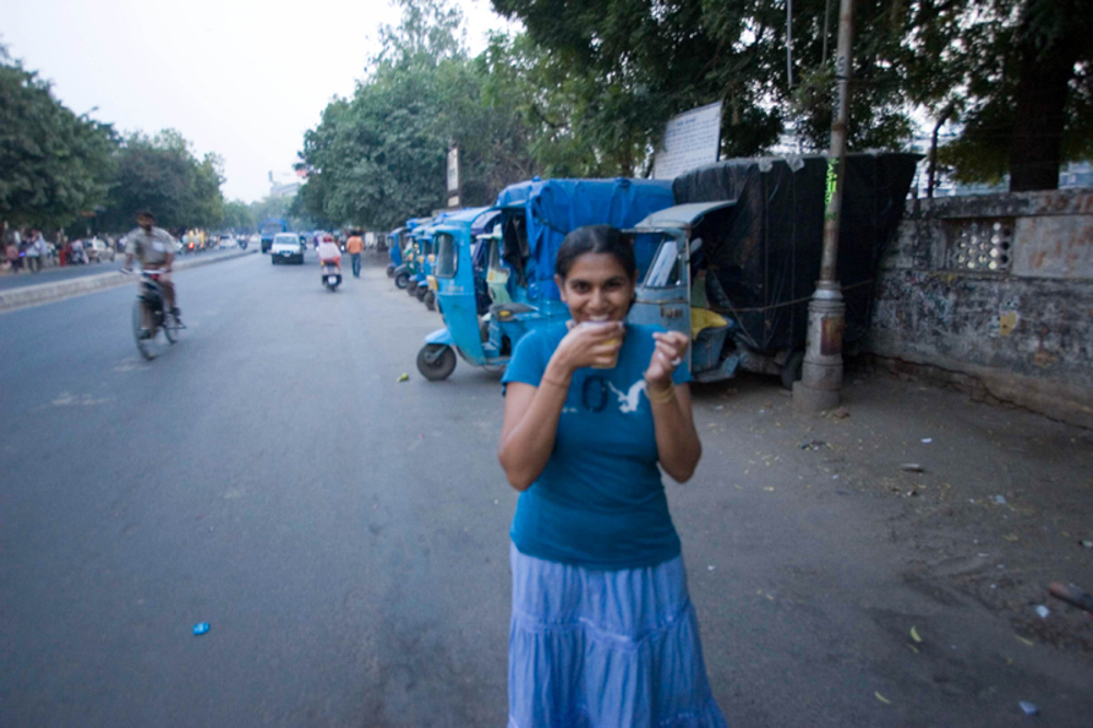Sona drinking chai out in the streets of Gujarat!